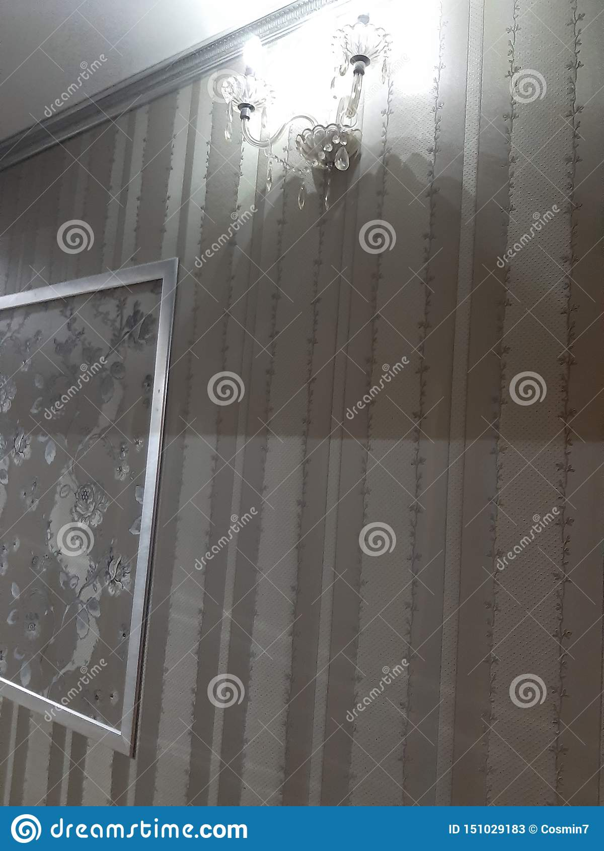 Korytarz lampy hotelowa ściana
