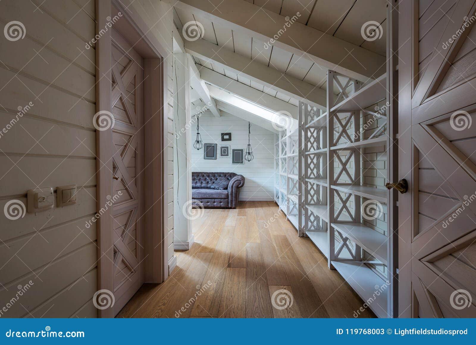Korytarz w nowożytnym domu