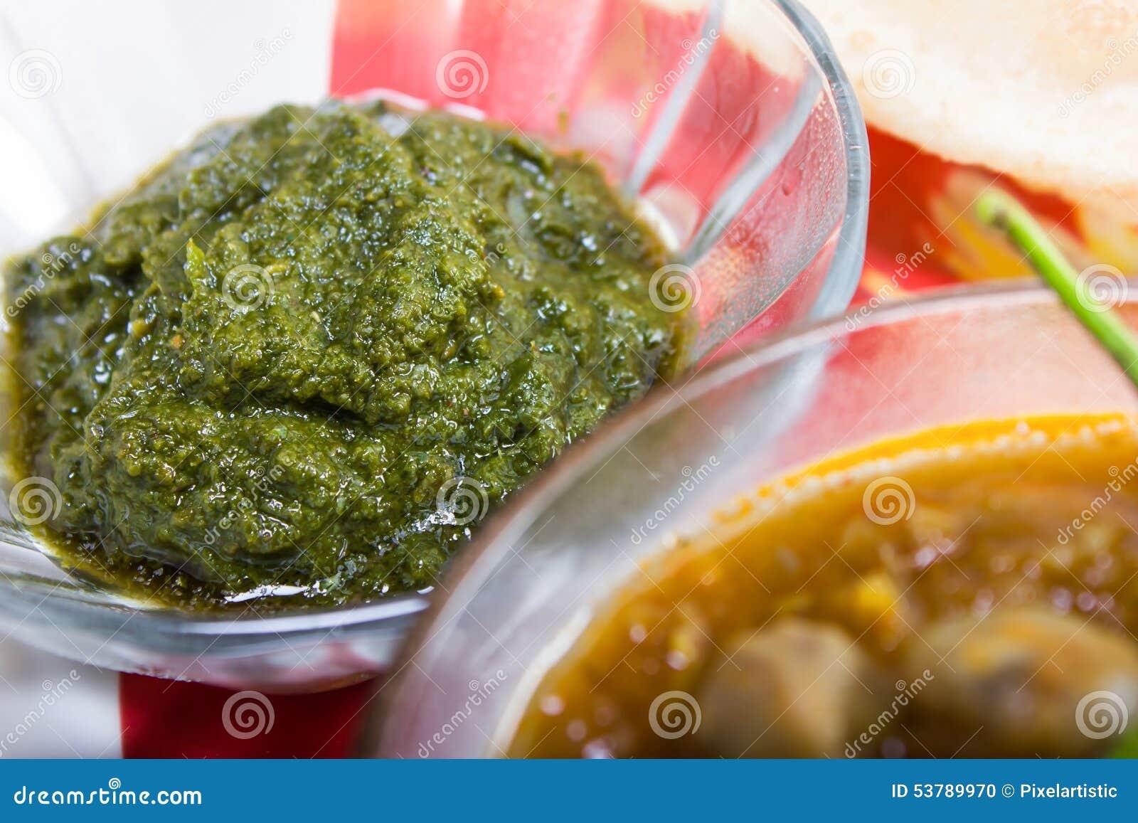 Korzenny zielony chutney, indyjski naczynia pojęcie
