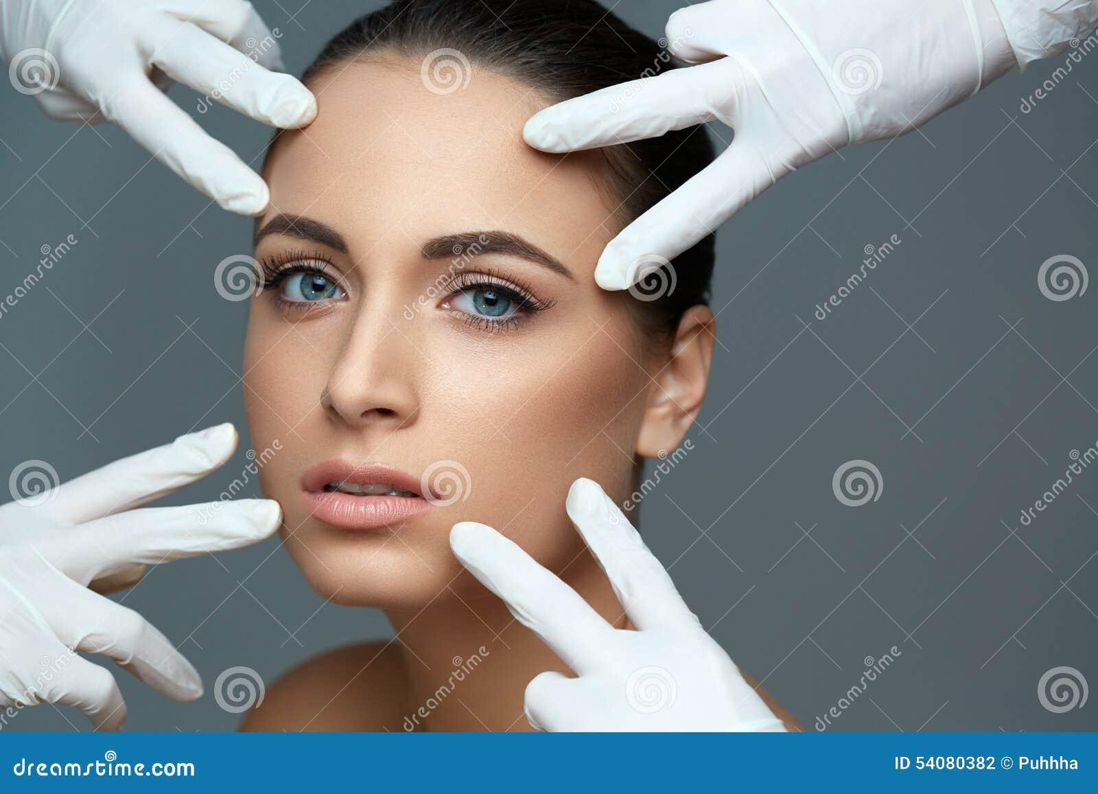 Kosmetische chirurgie Mooie Vrouw vóór Plastic Verrichting beau