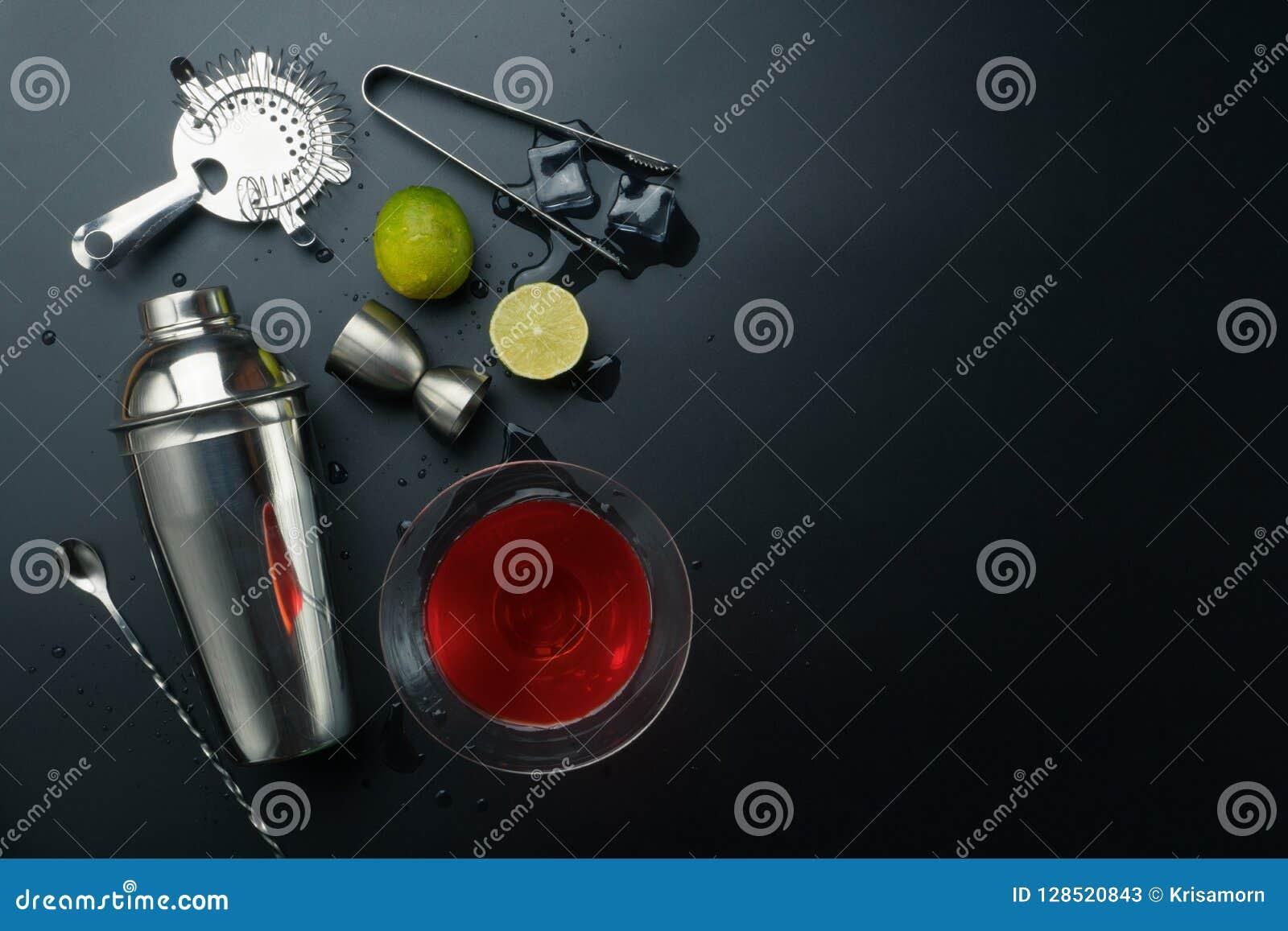Kosmopolitisch cocktail en barmateriaal