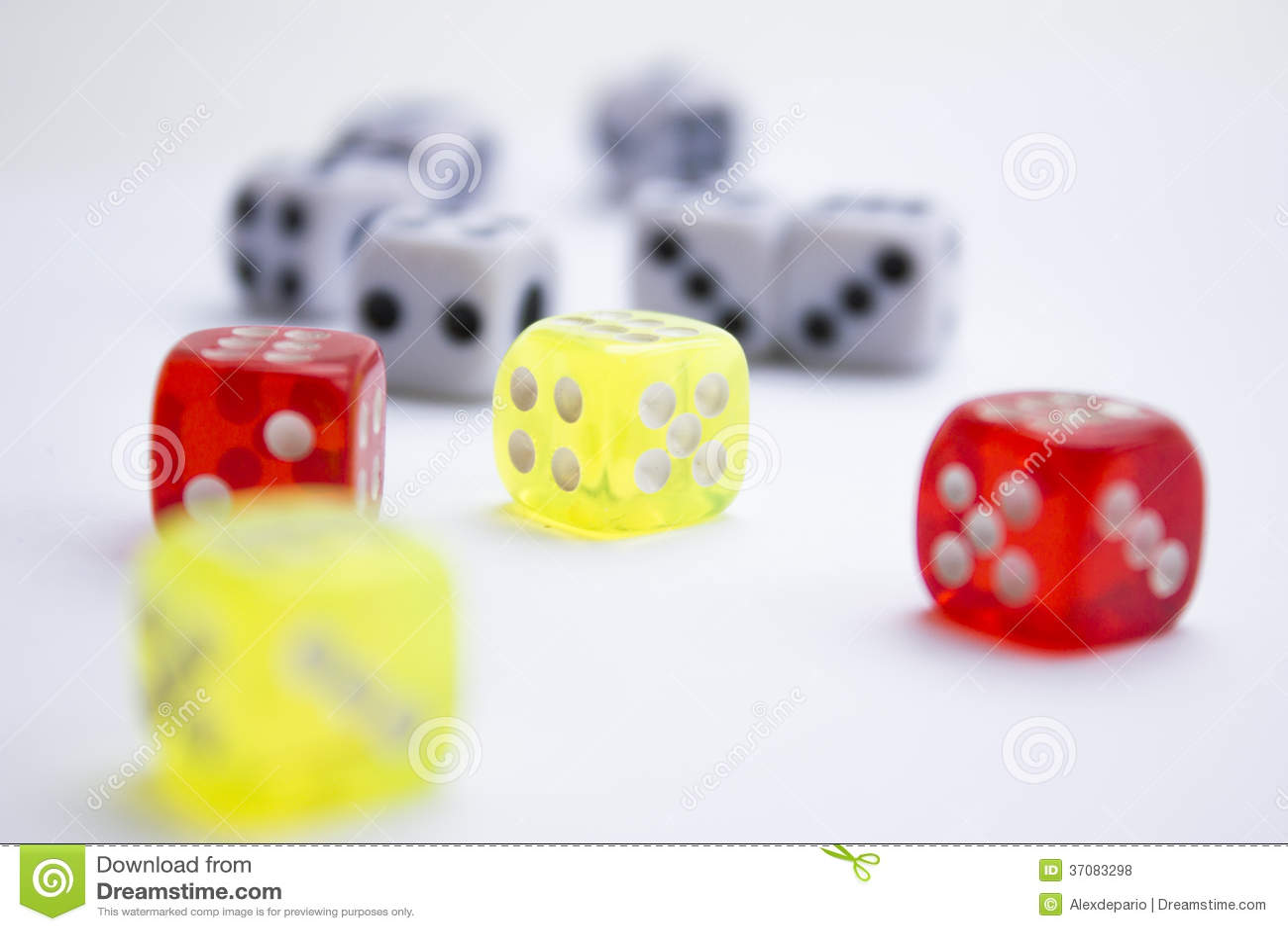 Download Kostka do gry zdjęcie stock. Obraz złożonej z grupa, cztery - 37083298