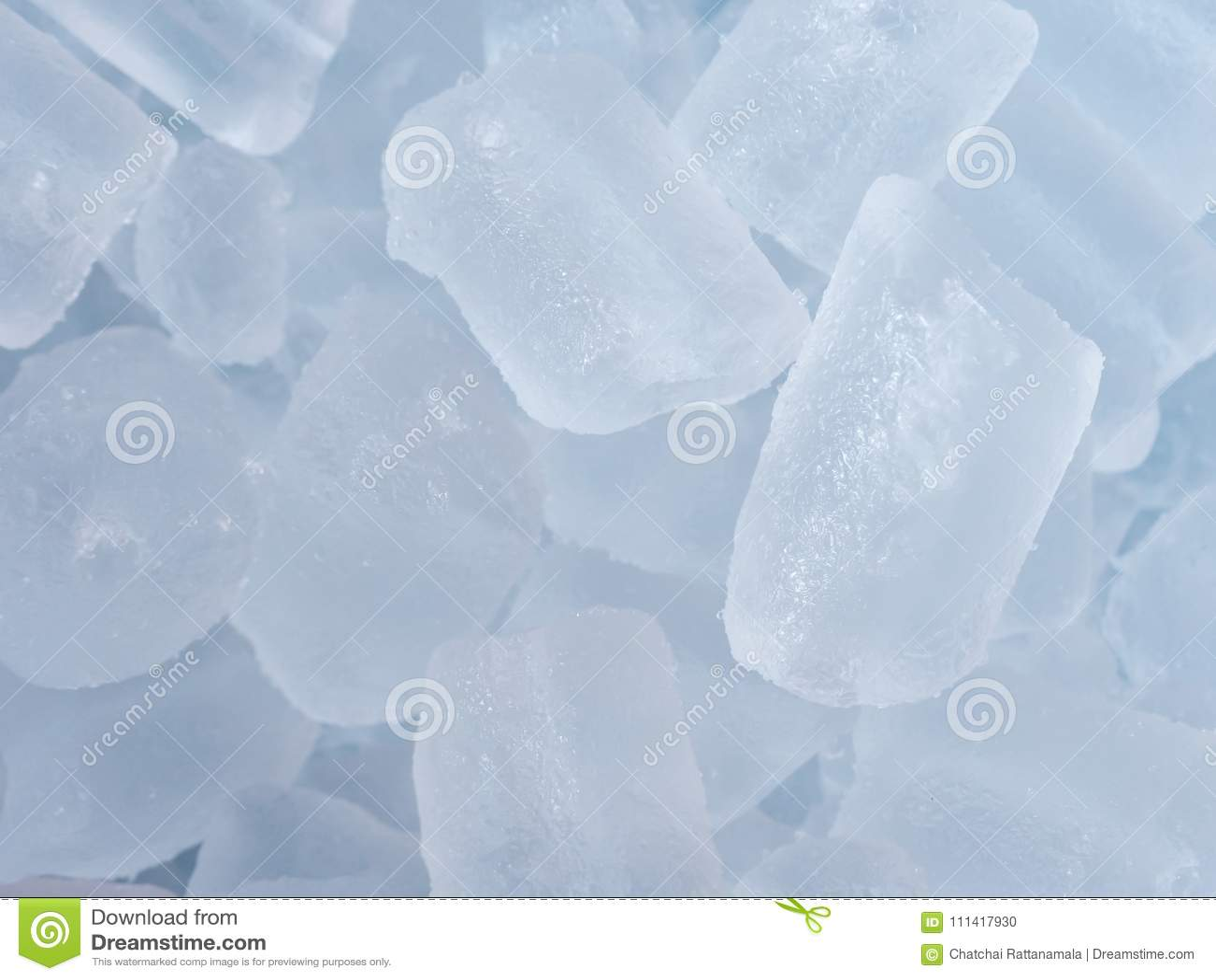 Kostki lodu na tle