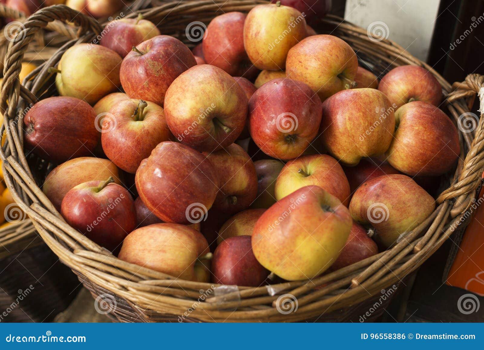Kosz jabłka