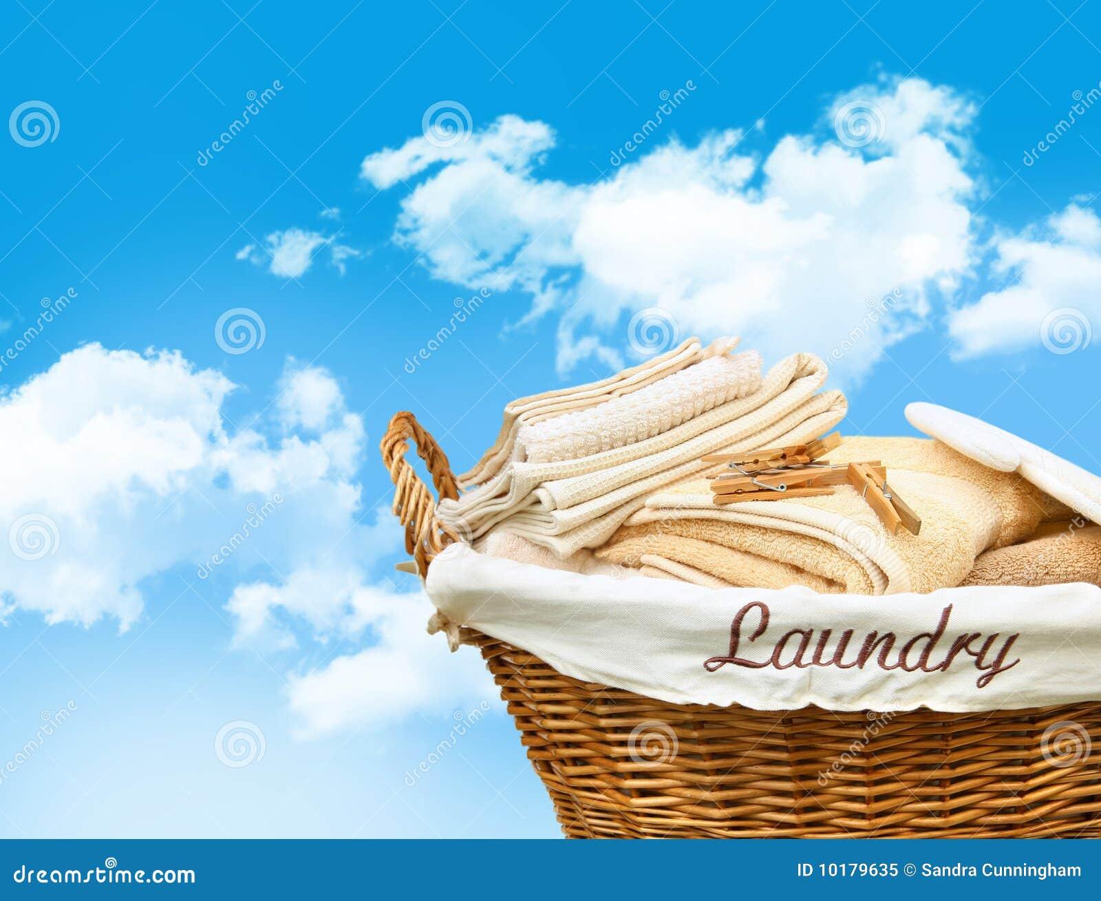 Koszykowi pralniani ręczniki