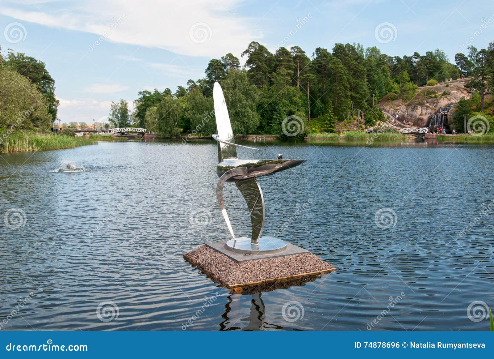 Kotka finland Composição da escultura no jardim da água de Sapokka