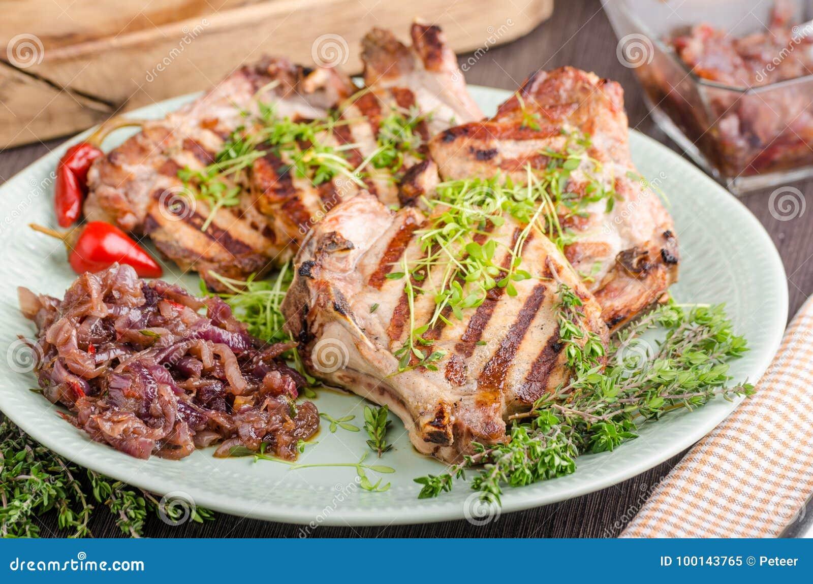 Kotleciki piec na grillu wieprzowinę