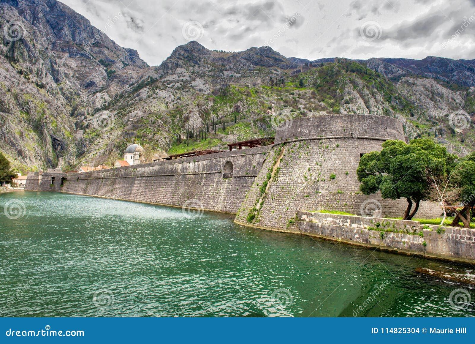Kotor empareda Montenegro