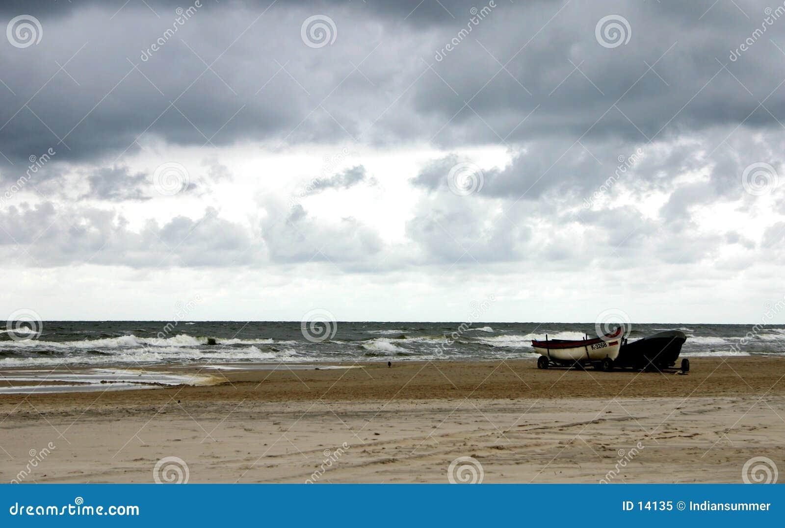 Koude dag door het overzees