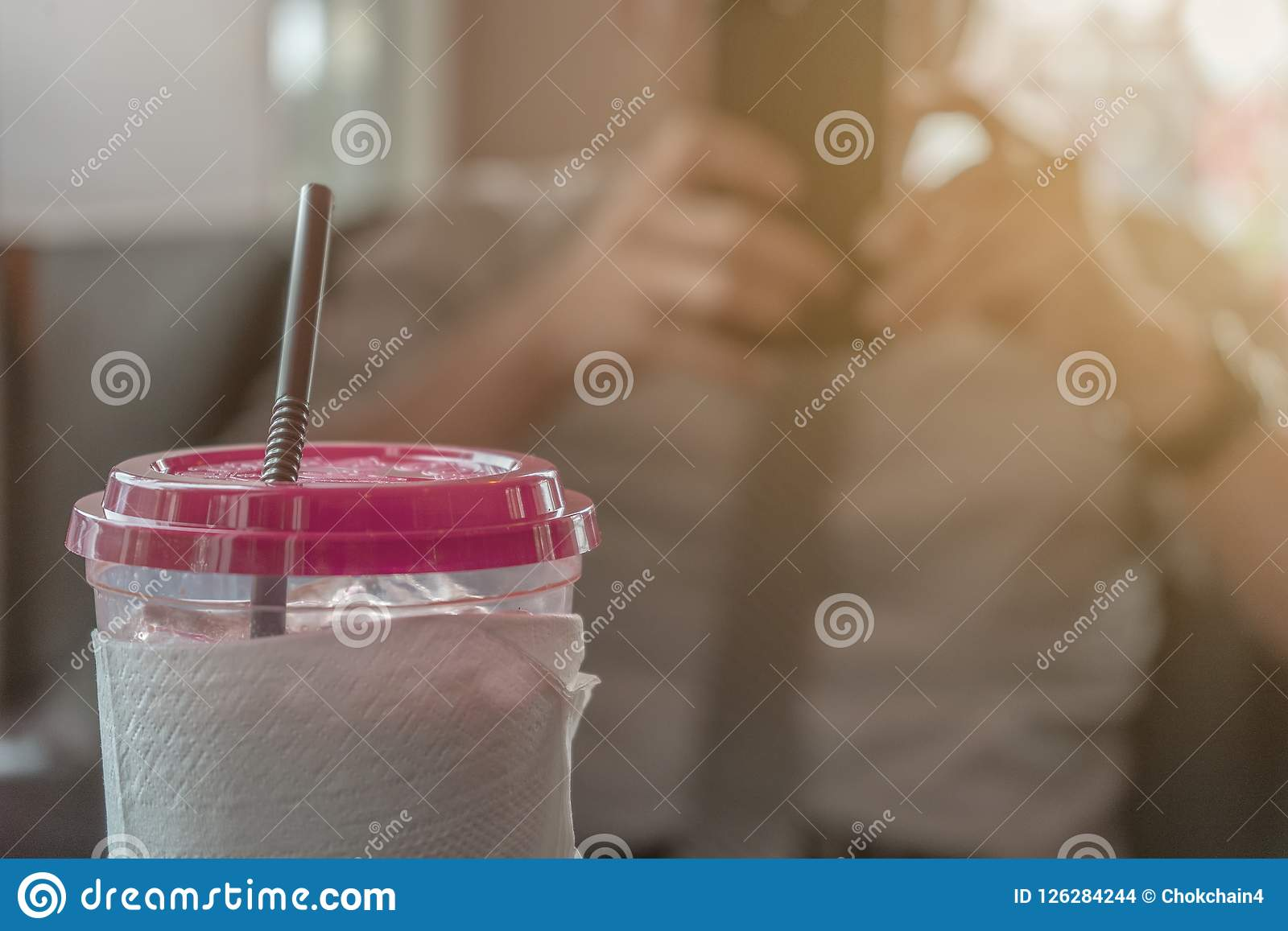 Koude koffie, Jonge Zakenman Background van vaag