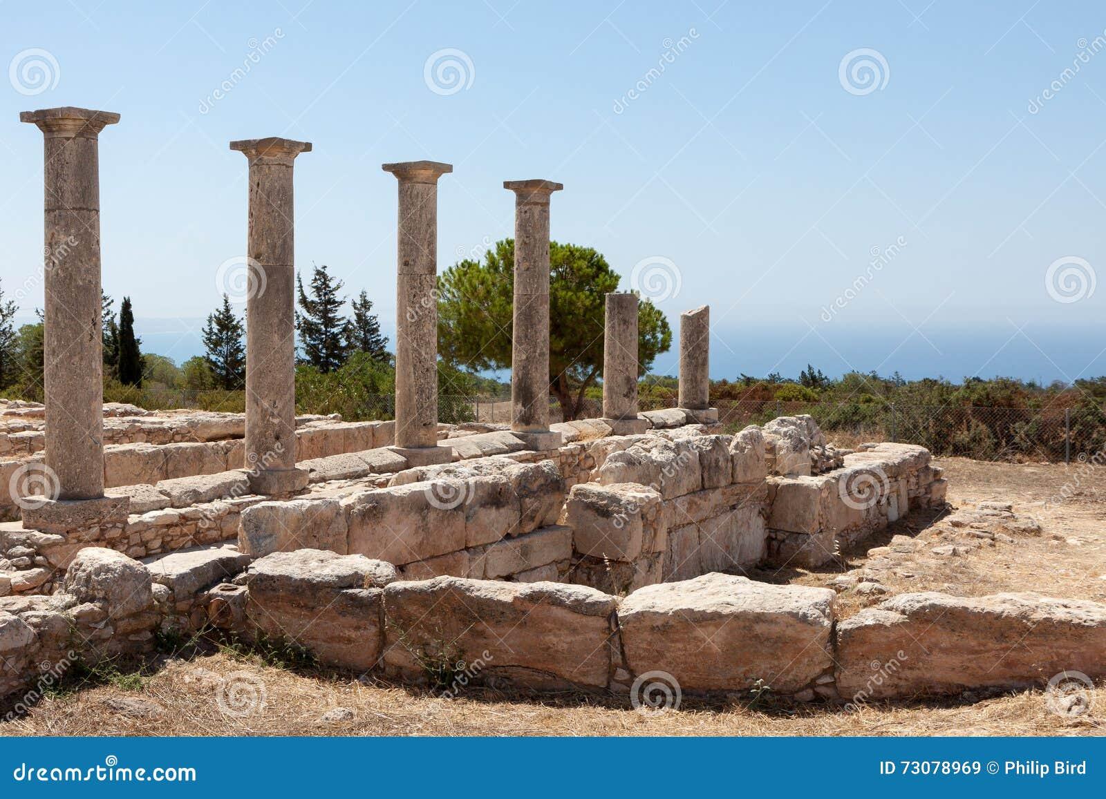 KOURION, CYPRUS/GREECE - 24-ОЕ ИЮЛЯ: Висок Аполлона около Kourion