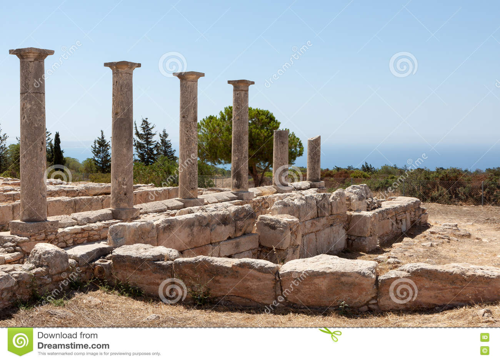 KOURION, CYPRUS/GREECE - LIPIEC 24: Świątynia Apollo blisko Kourion