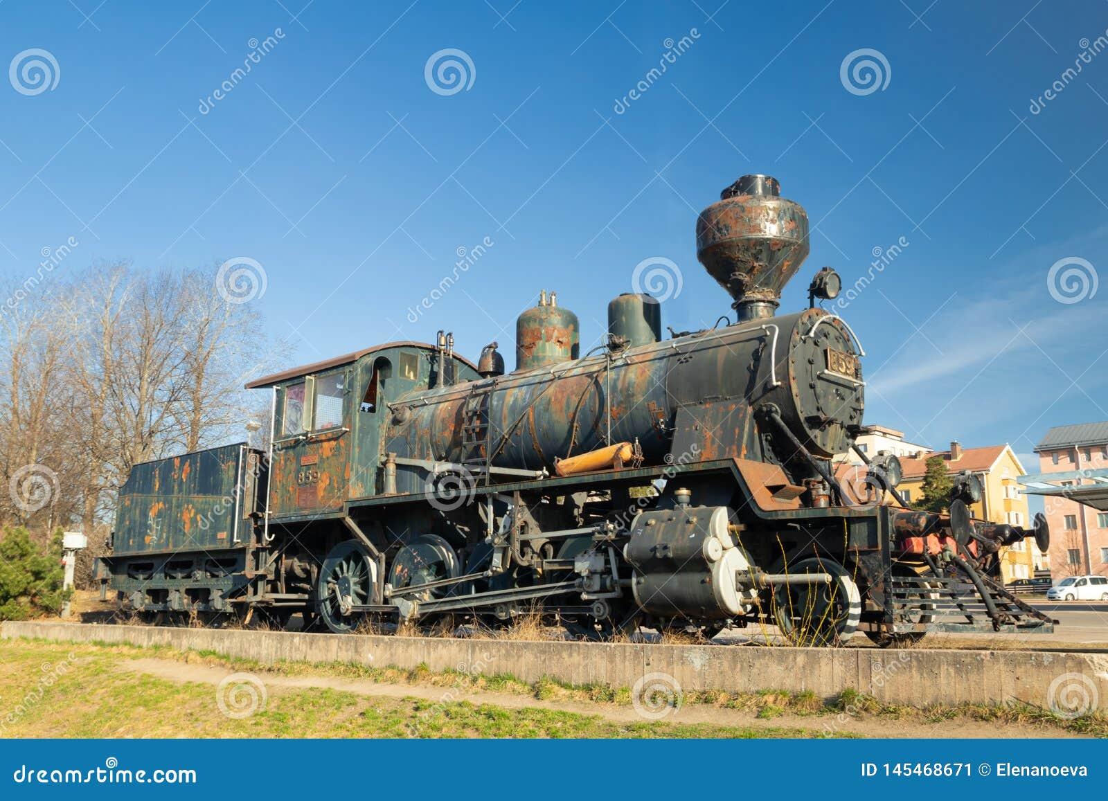 Kouvola, Finnland - 18. April 2019: Alte Dampflokomotive als Ausstellung am Bahnhof Kouvola in Finnland