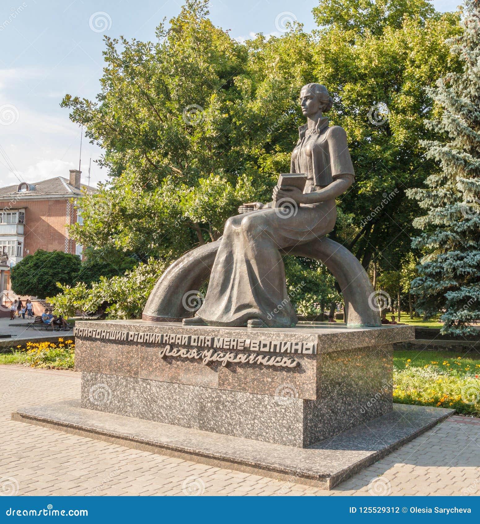 KOVEL, UCRANIA: Monumento a Lesya Ukrainka
