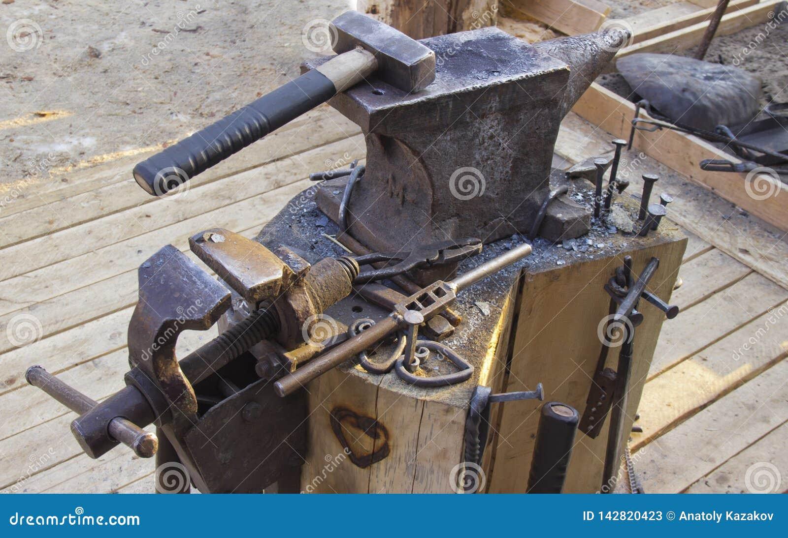 Kowadło i narzędzia
