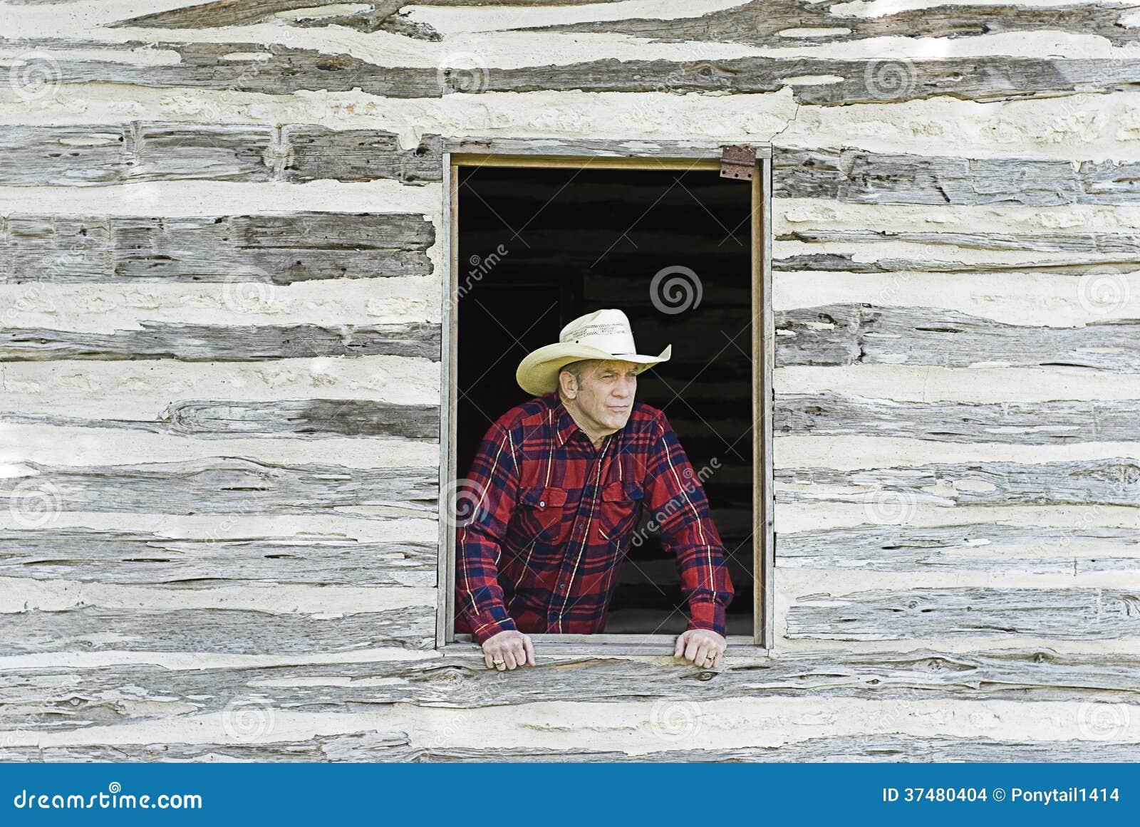 Kowbojski Przyglądający Out okno
