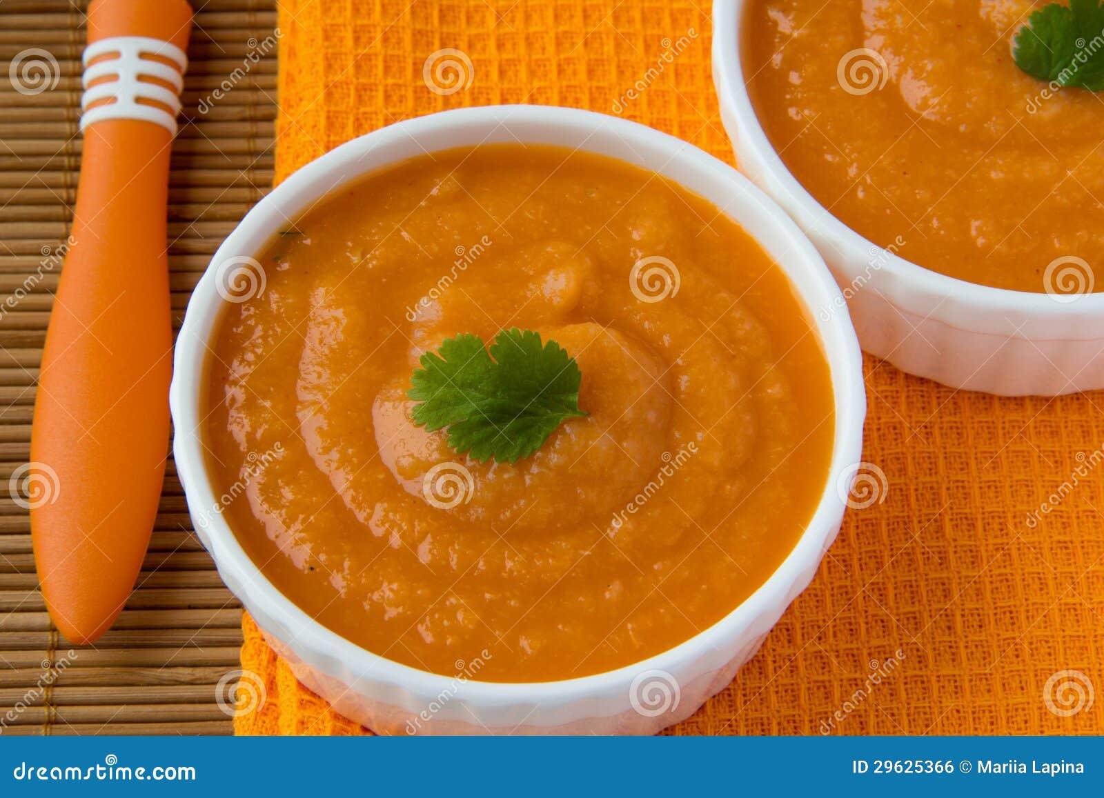 Kräm- soup för grönsak med palsternackan, morötter och tomater