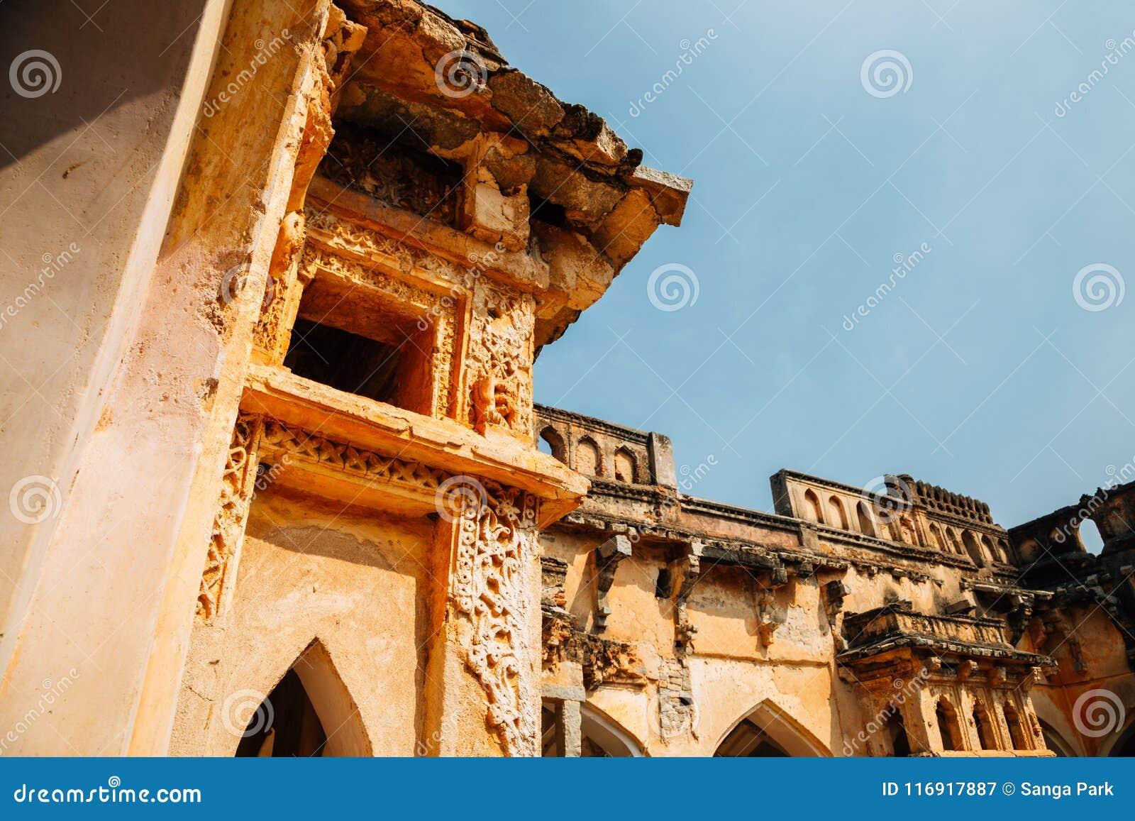 Królowej ` s kąpielowe Antyczne ruiny w Hampi, India