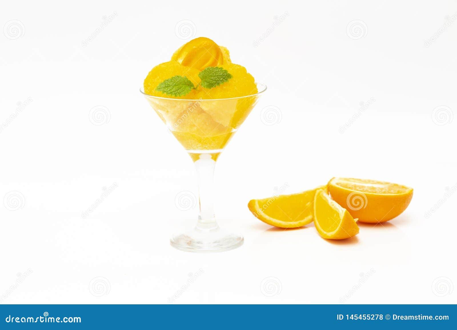 Kr?m- isorange Orange sorbet för sommar med mintkaramellen och orange skivor