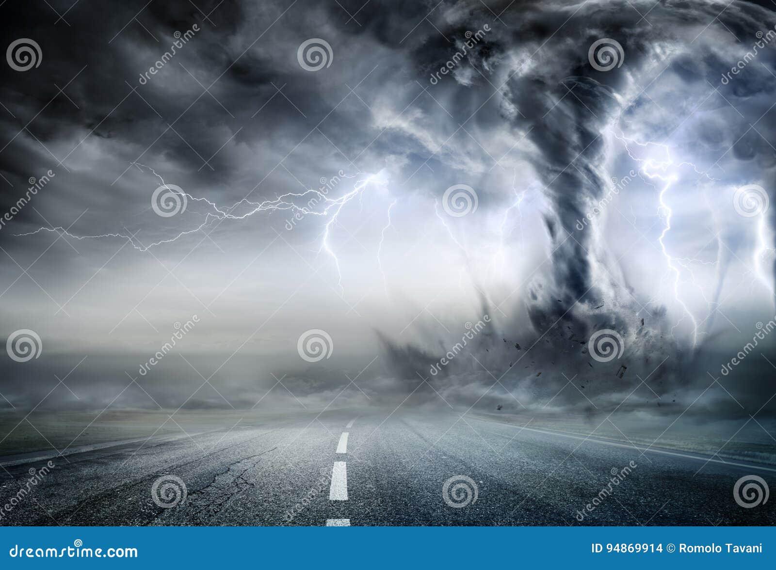 Krachtige Tornado op Weg
