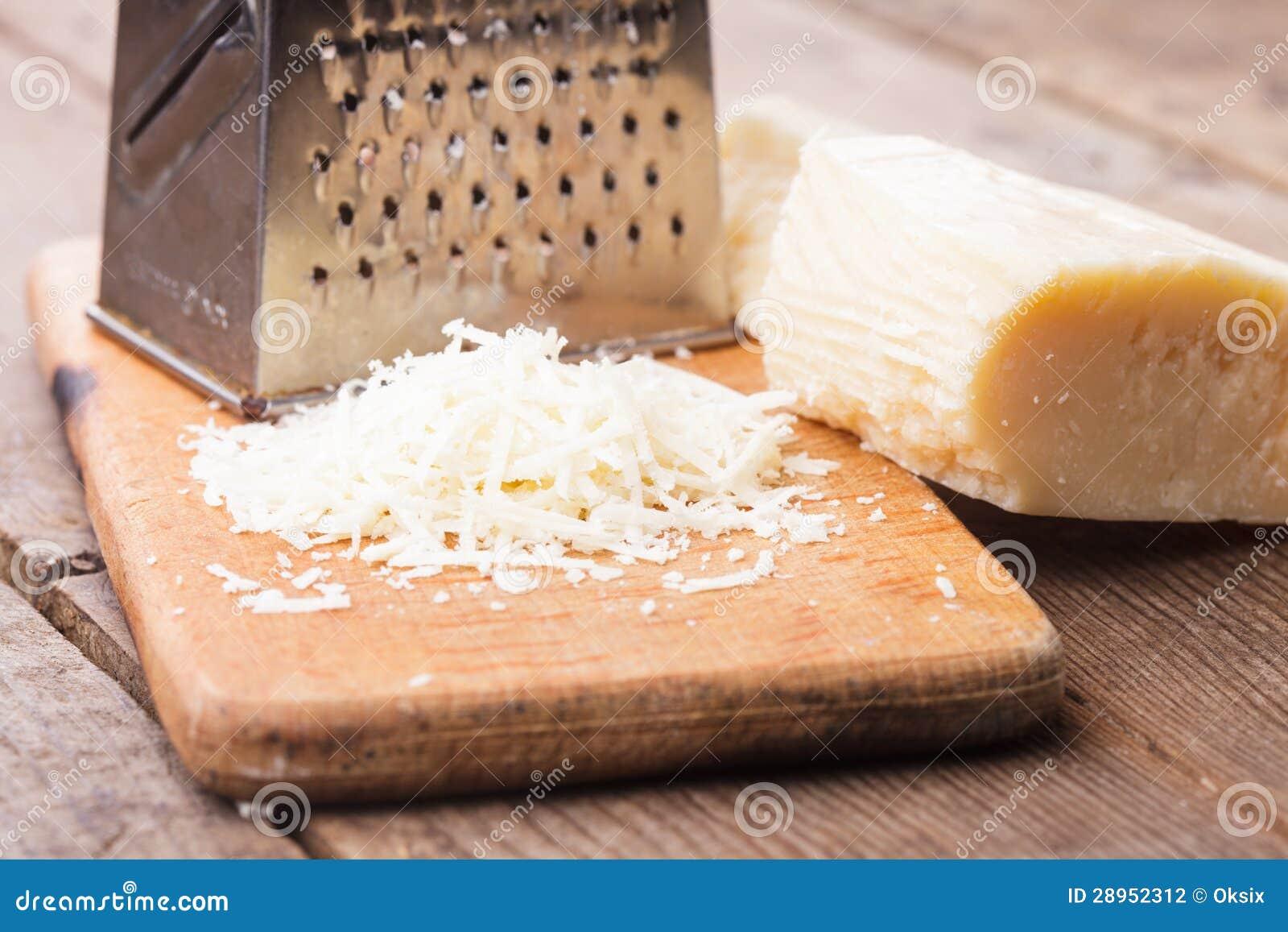 Kraciasty Parmezański ser