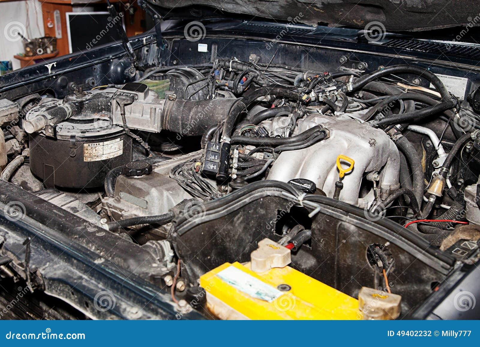 Download Kraftfahrzeug In Der Garage Für Reparaturen Stockfoto - Bild von technologie, kompliziertheit: 49402232