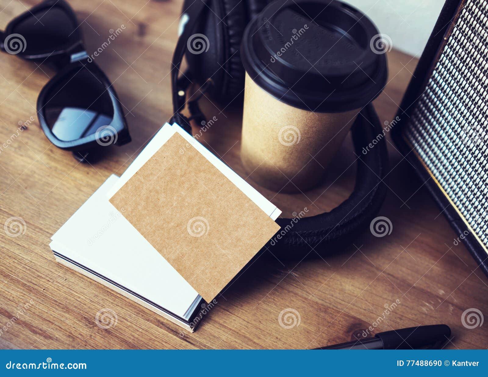Kraftpapier Visitenkarte Modell Hölzerner Tabellen