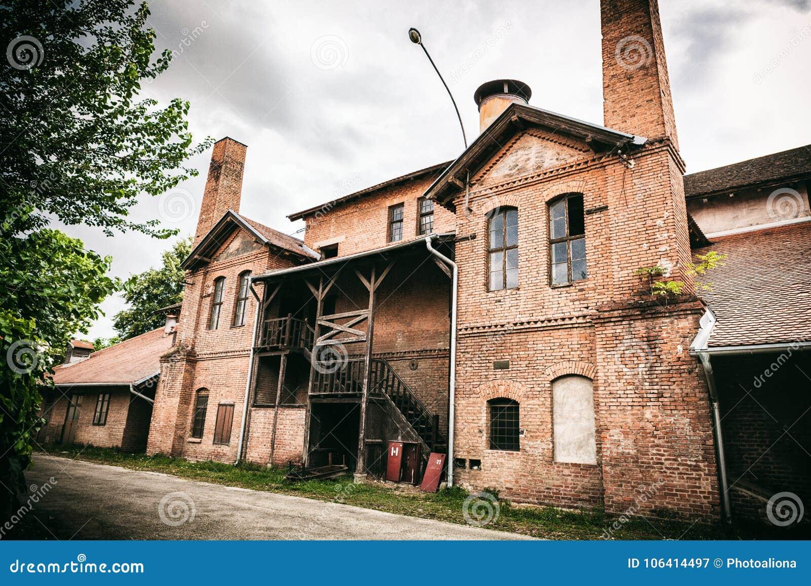 Kragujevac Serbia, Lipiec, - 18, 2016: Muzeum Stara Livnica, lokalizuje blisko starej fabryki w Kragujevac, Serbia Cudowny budyne