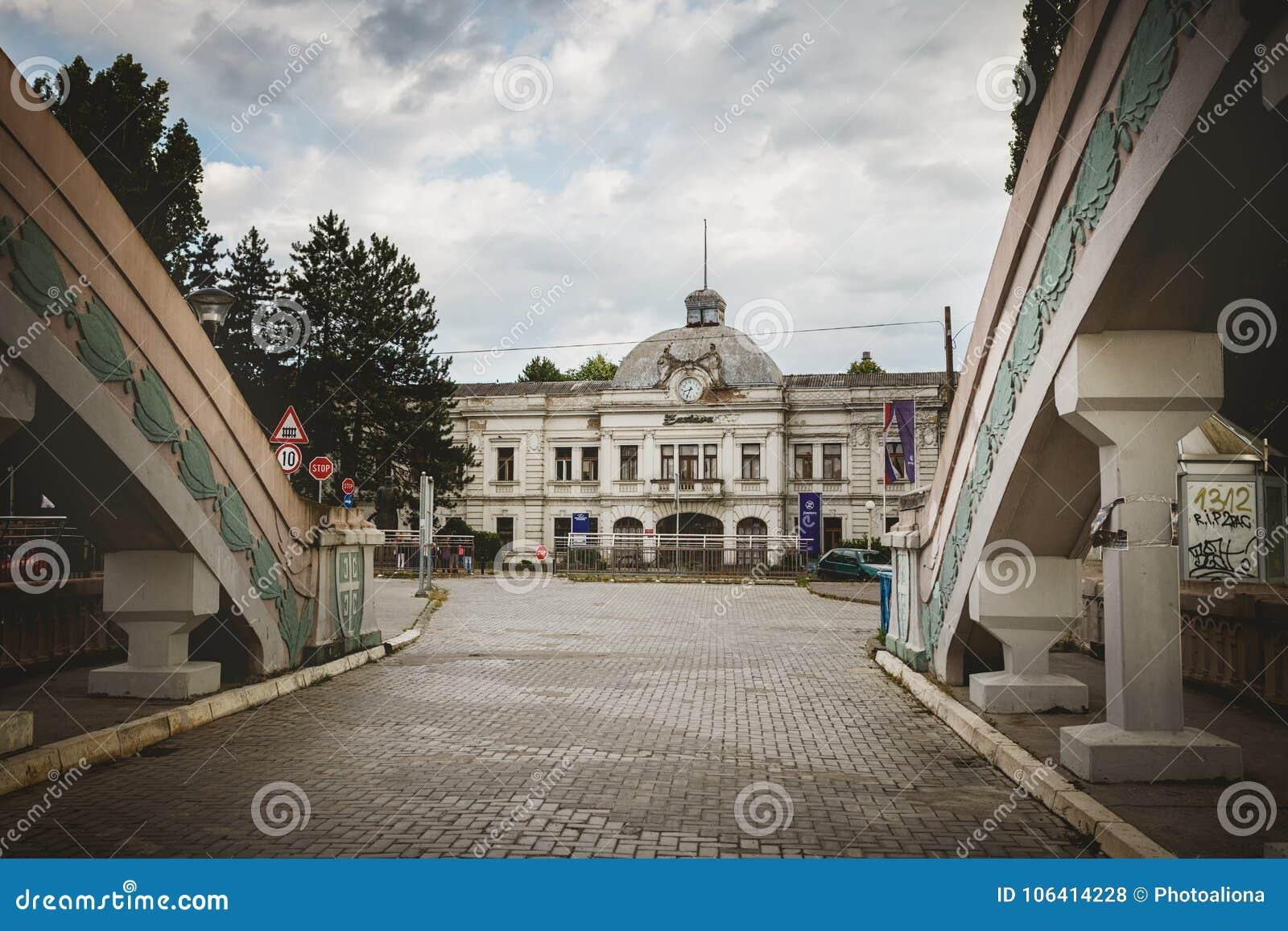 Kragujevac, Serbien - 18. Juli 2016: Museum von Stara Livnica, findet nahe alter Fabrik in Kragujevac, Serbien Wunderbares Gebäud