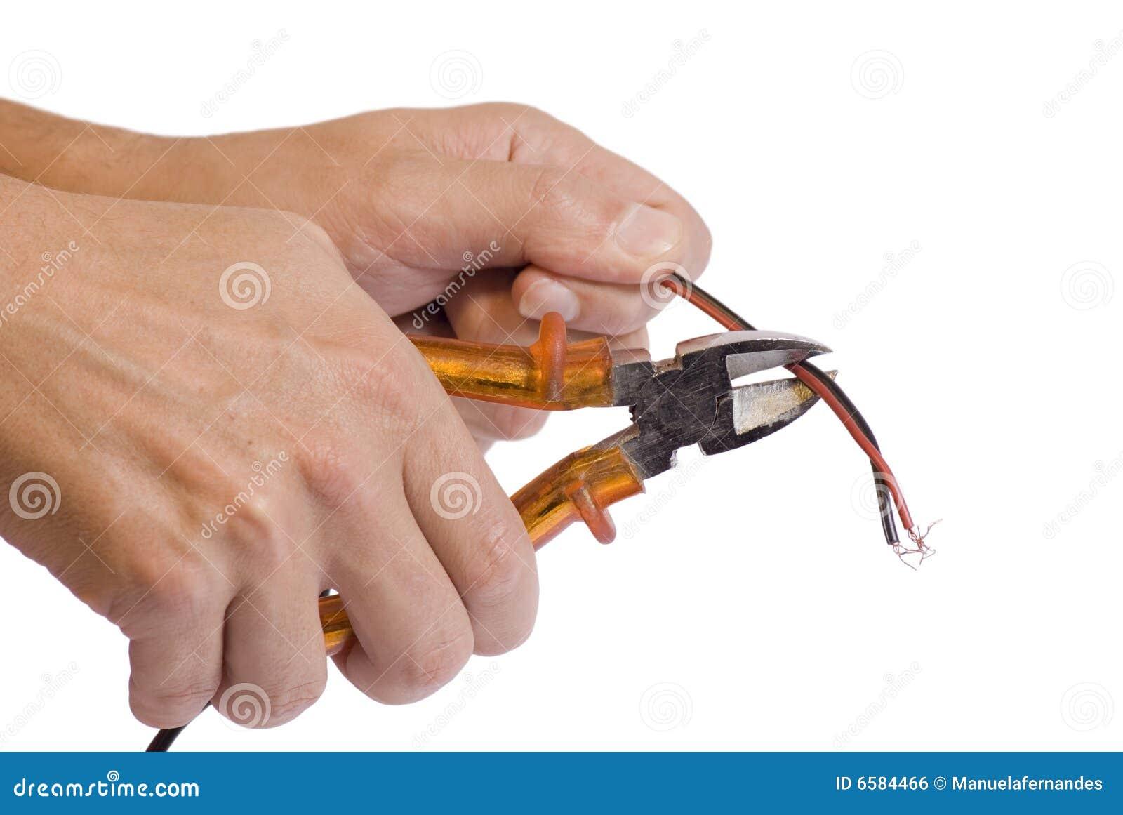 Krajacza ręki mienia drut