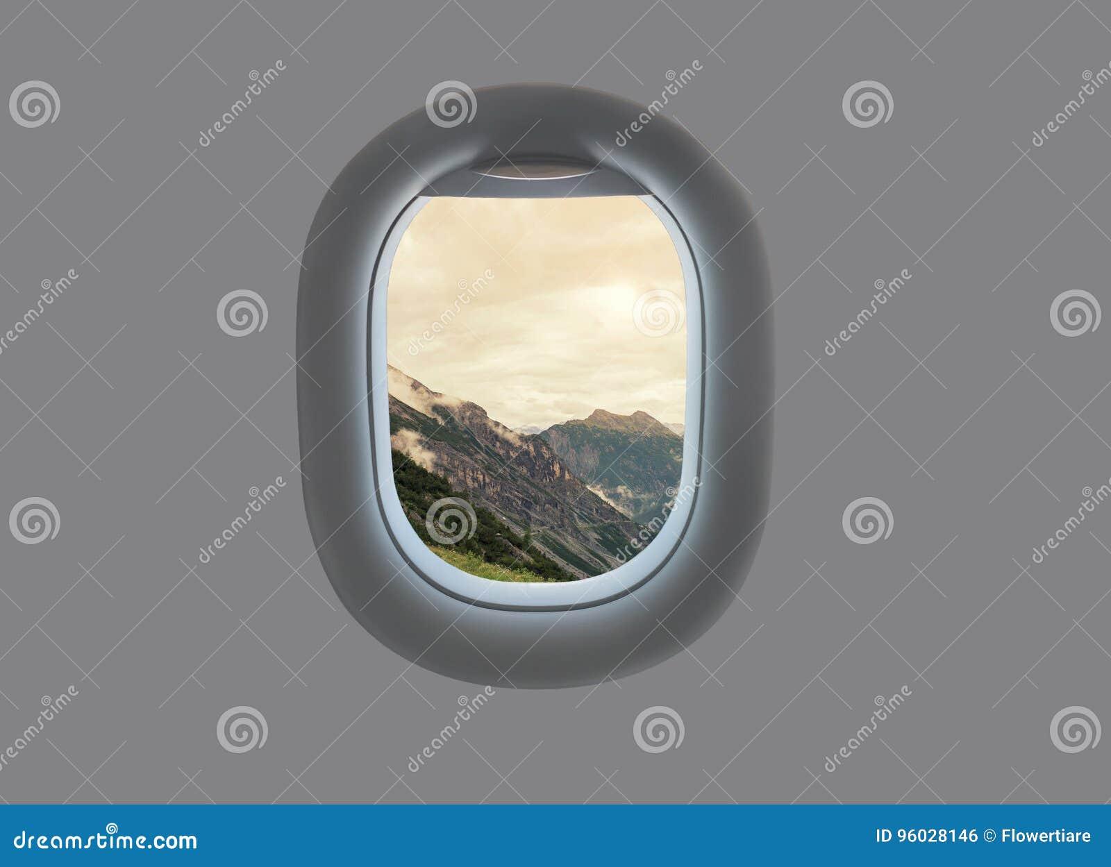 Krajobraz góry i chmury Południowy Tyrol W Włochy w płaskim okno