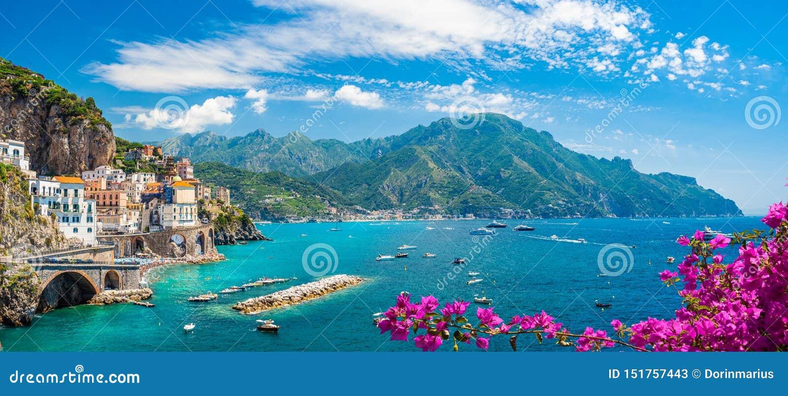Krajobraz z Amalfi wybrzeżem