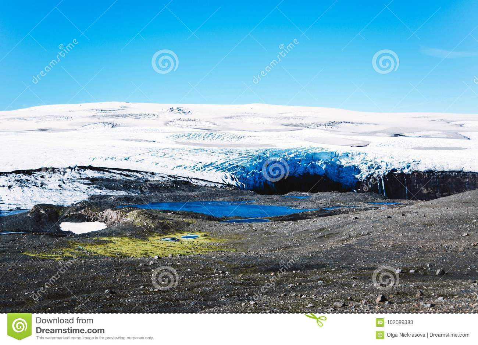 Krajobraz z lodowem i jezioro w Iceland