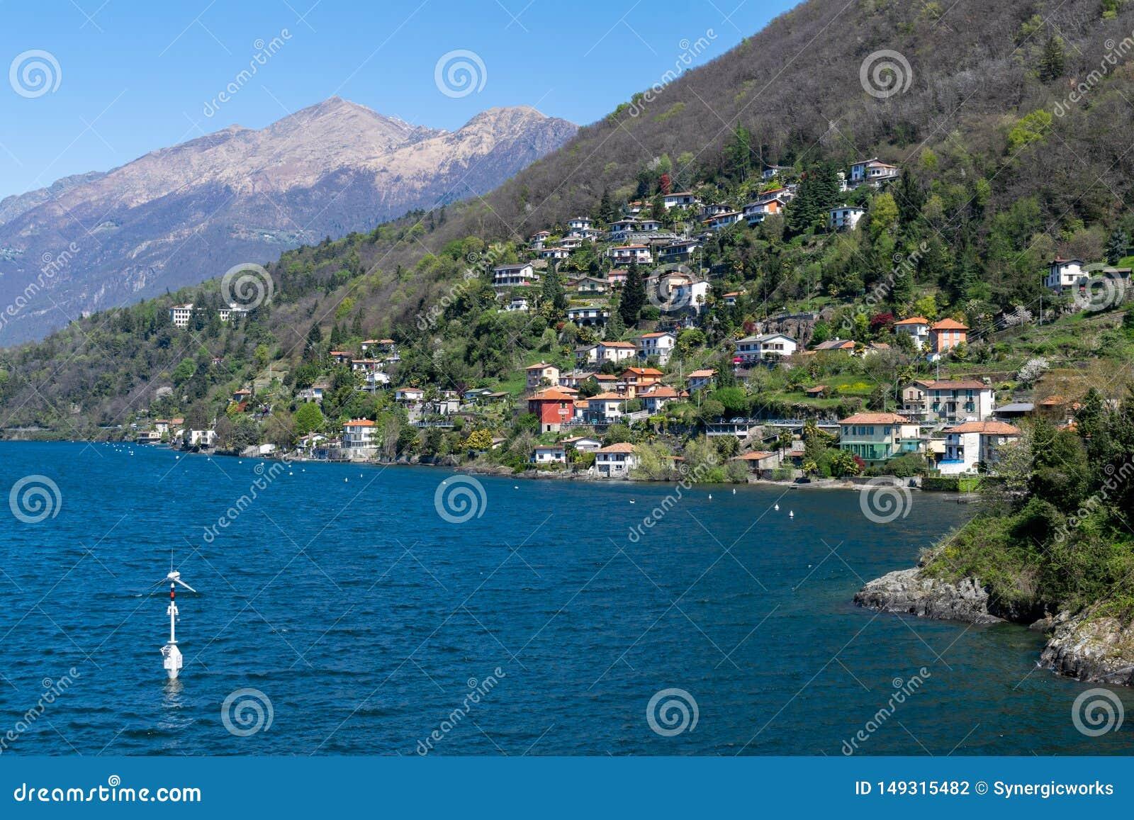 Krajobraz z willami nad Como jeziora brzeg