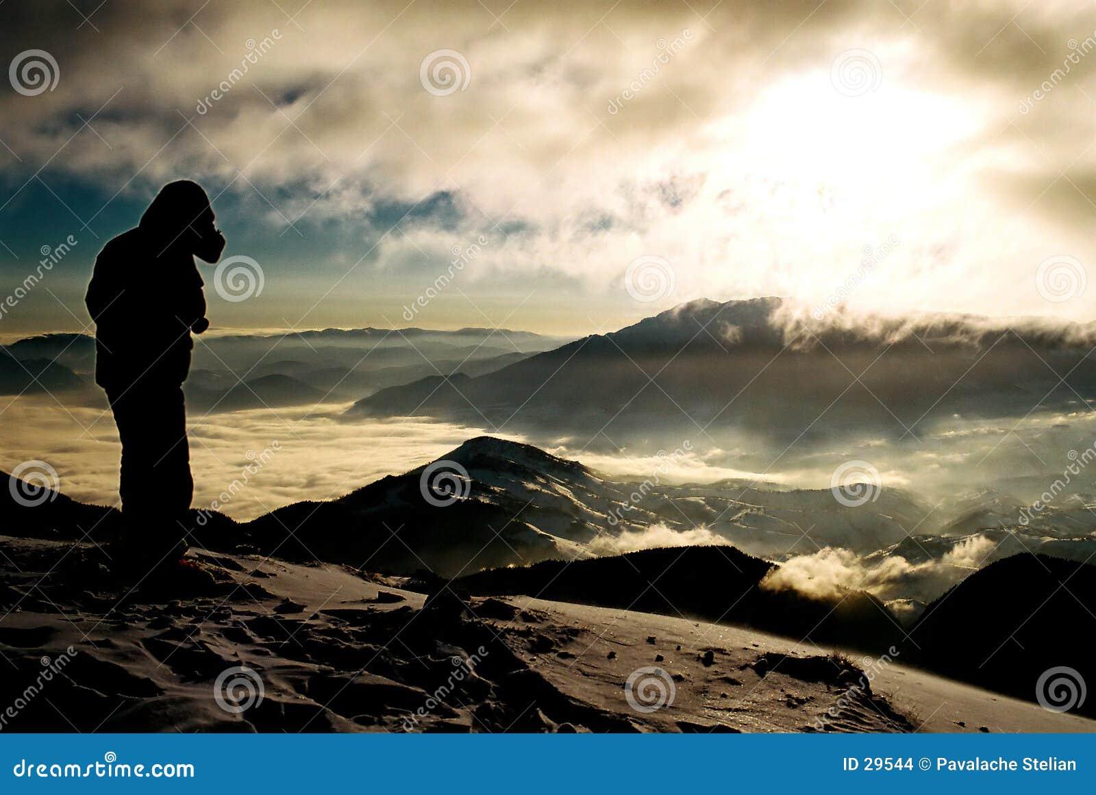 Krajobrazowa sylwetka mountain
