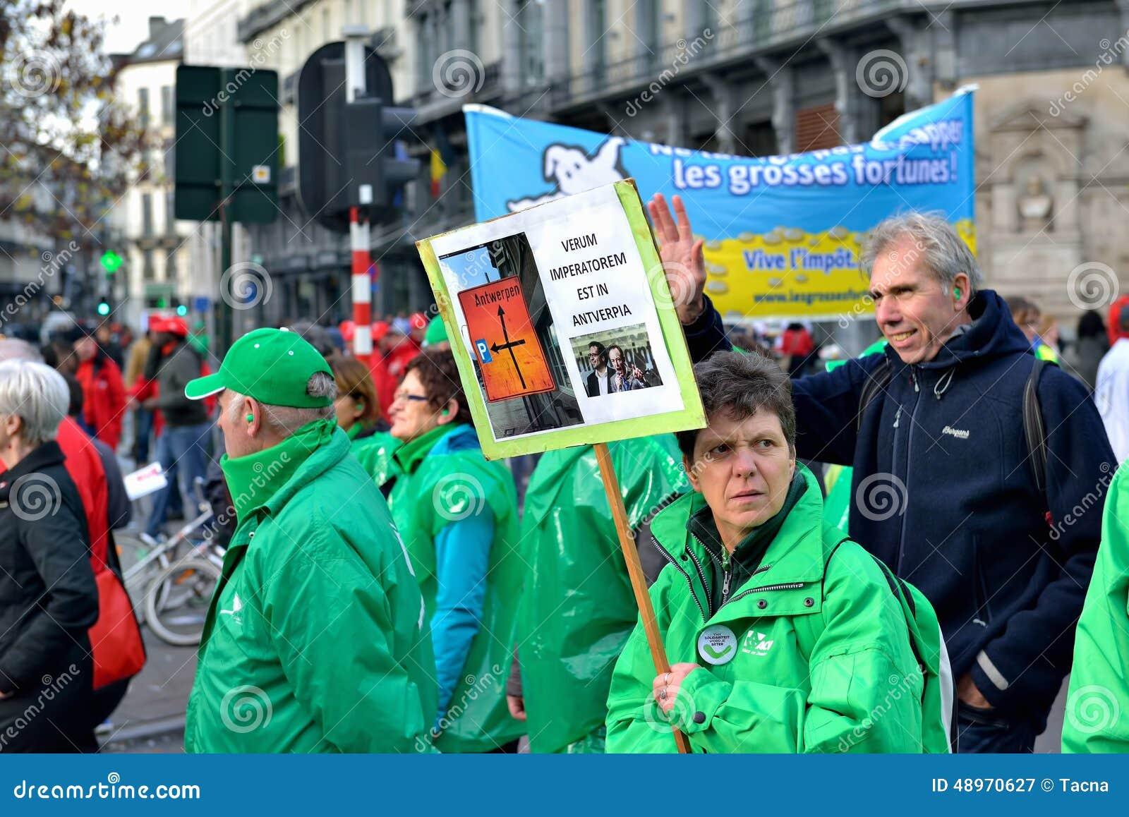 Krajowa manifestacja przeciw surowość miarom przedstawiać Belgijskim rzędem