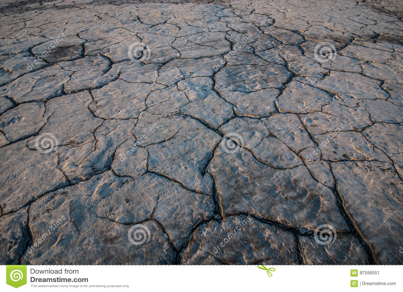 Krakingowa konsystencja ziemi
