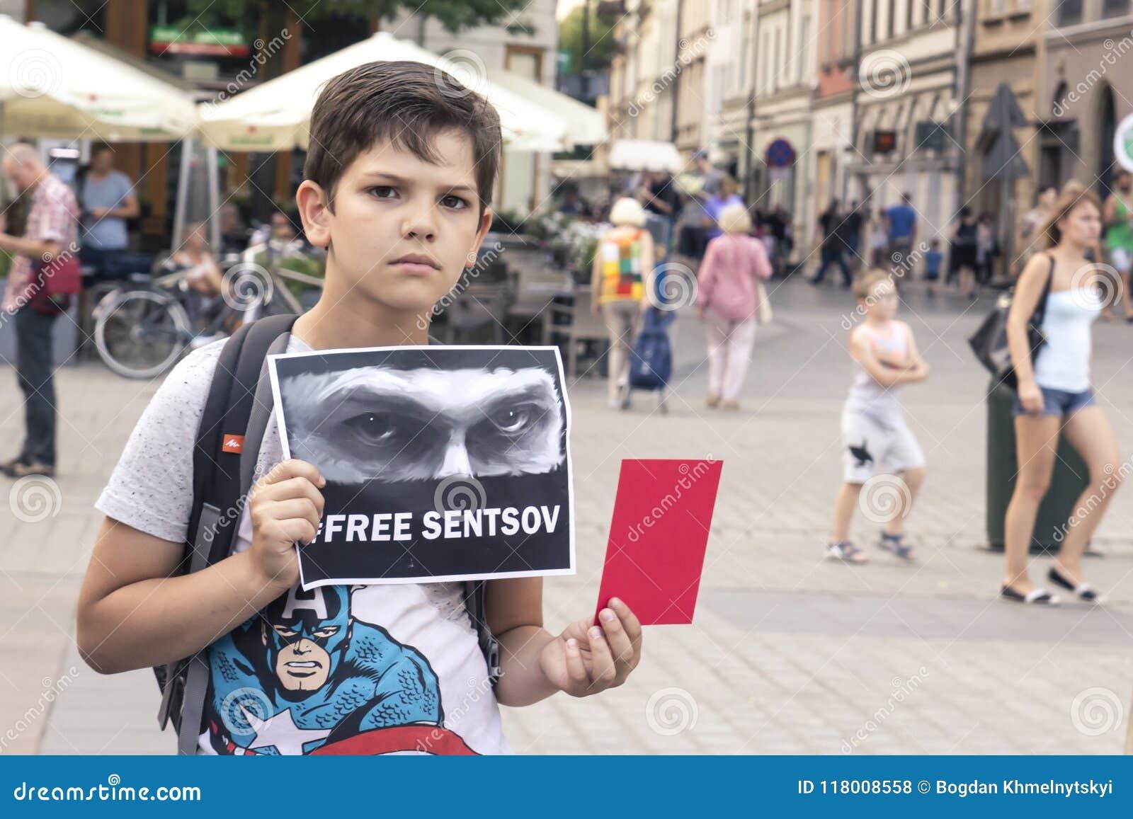 Krakow, Polska, Czerwiec 01, 2018 chłopiec z plakatem w jego, Troszkę