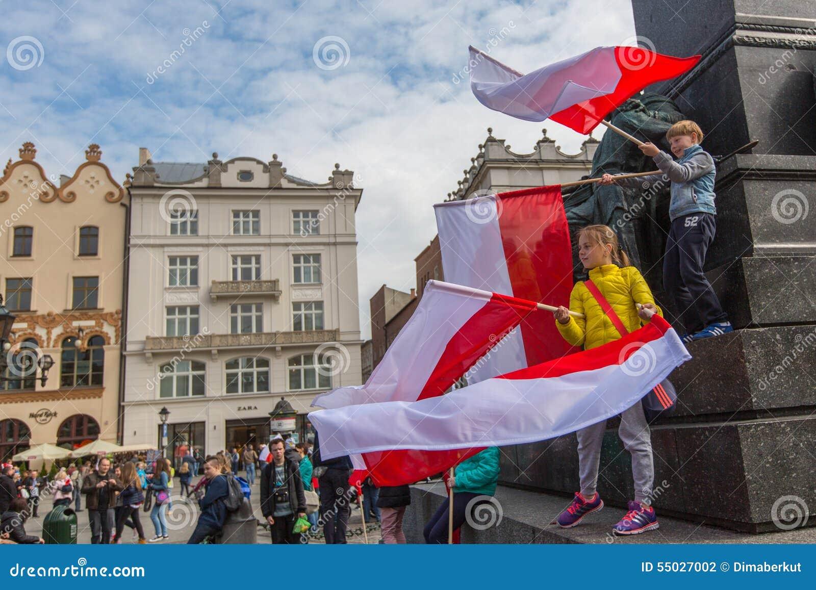 KRAKOW, POLSKA - flaga państowowa republika Polska dzień