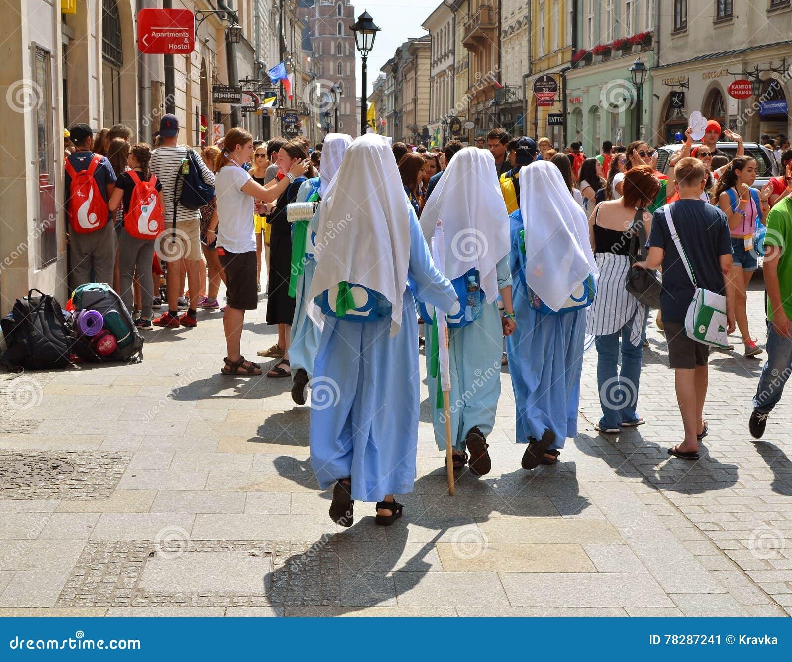 KRAKOW POLSKA, JUL, - 27, 2016: Światowy młodość dzień 2016 Międzynarodowa Katolicka młodości konwencja Młodzi ludzie na głównym