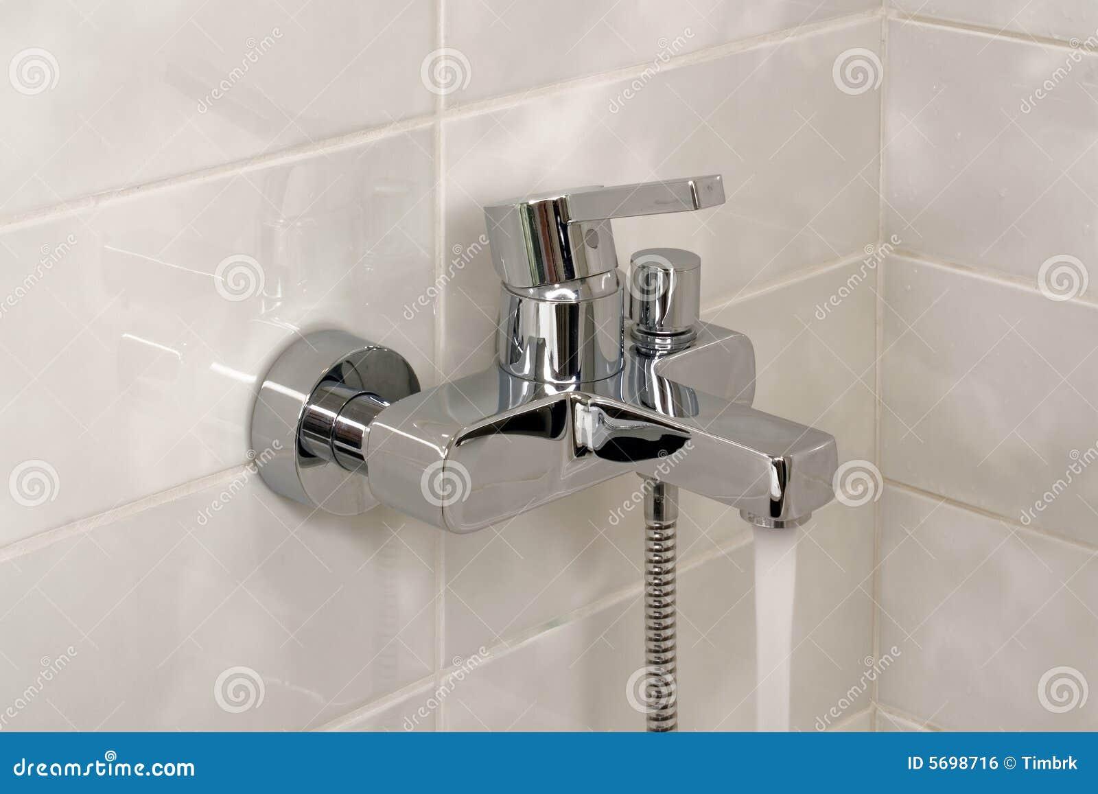 Kran Otwarta Prysznic Zdjęcie Stock Obraz Złożonej Z Czysty 5698716