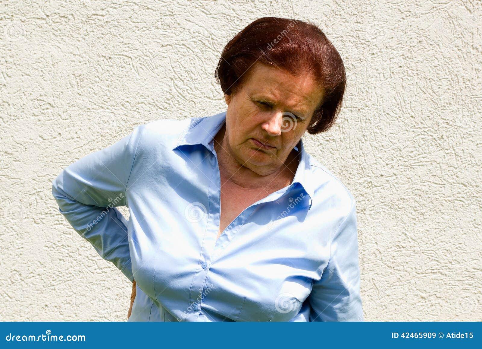 Kranke ältere Frau