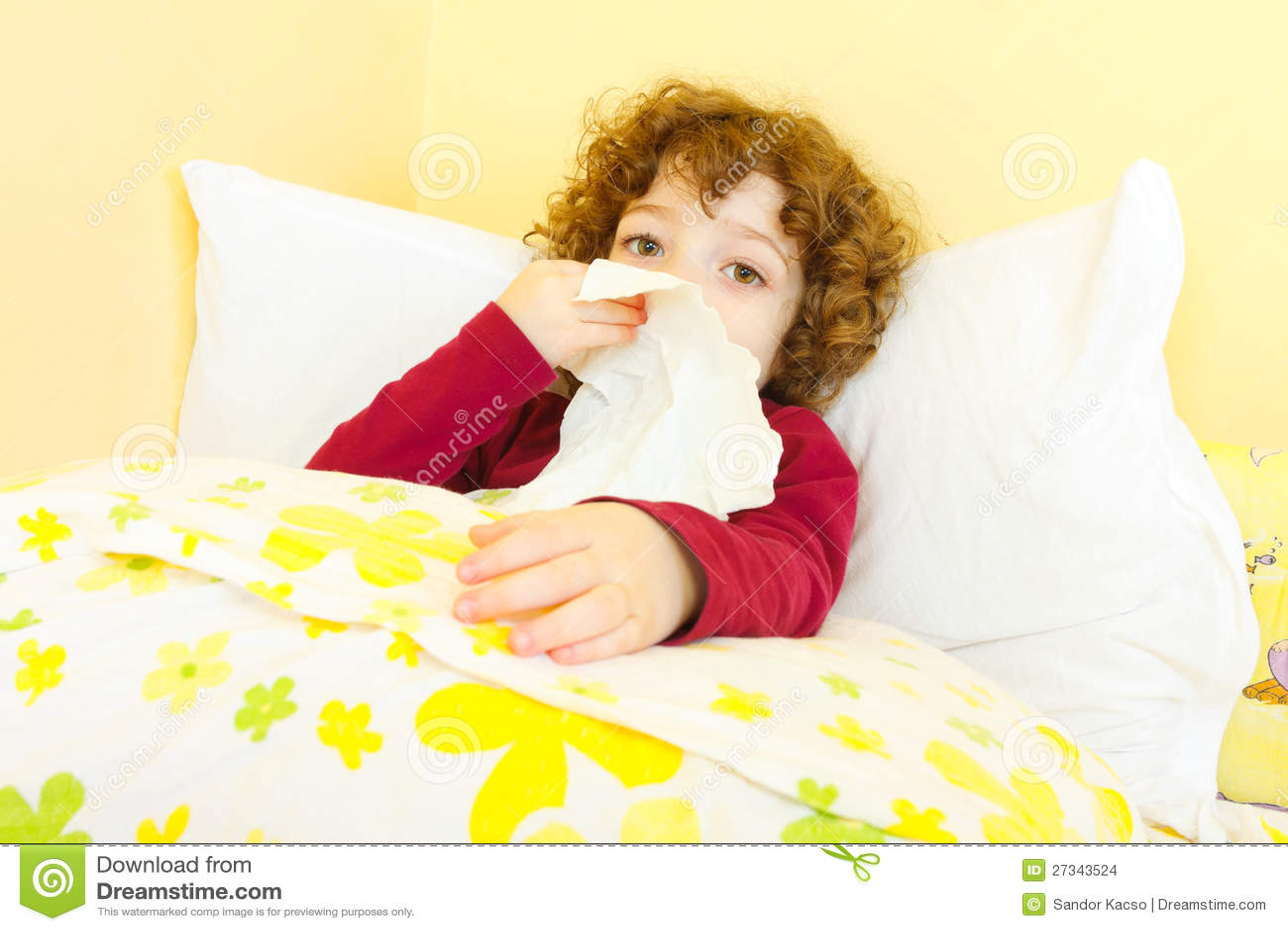 krankes kind im bett das ihre wekzeugspritze durchbrennt stockfoto bild von haar gesundheit. Black Bedroom Furniture Sets. Home Design Ideas