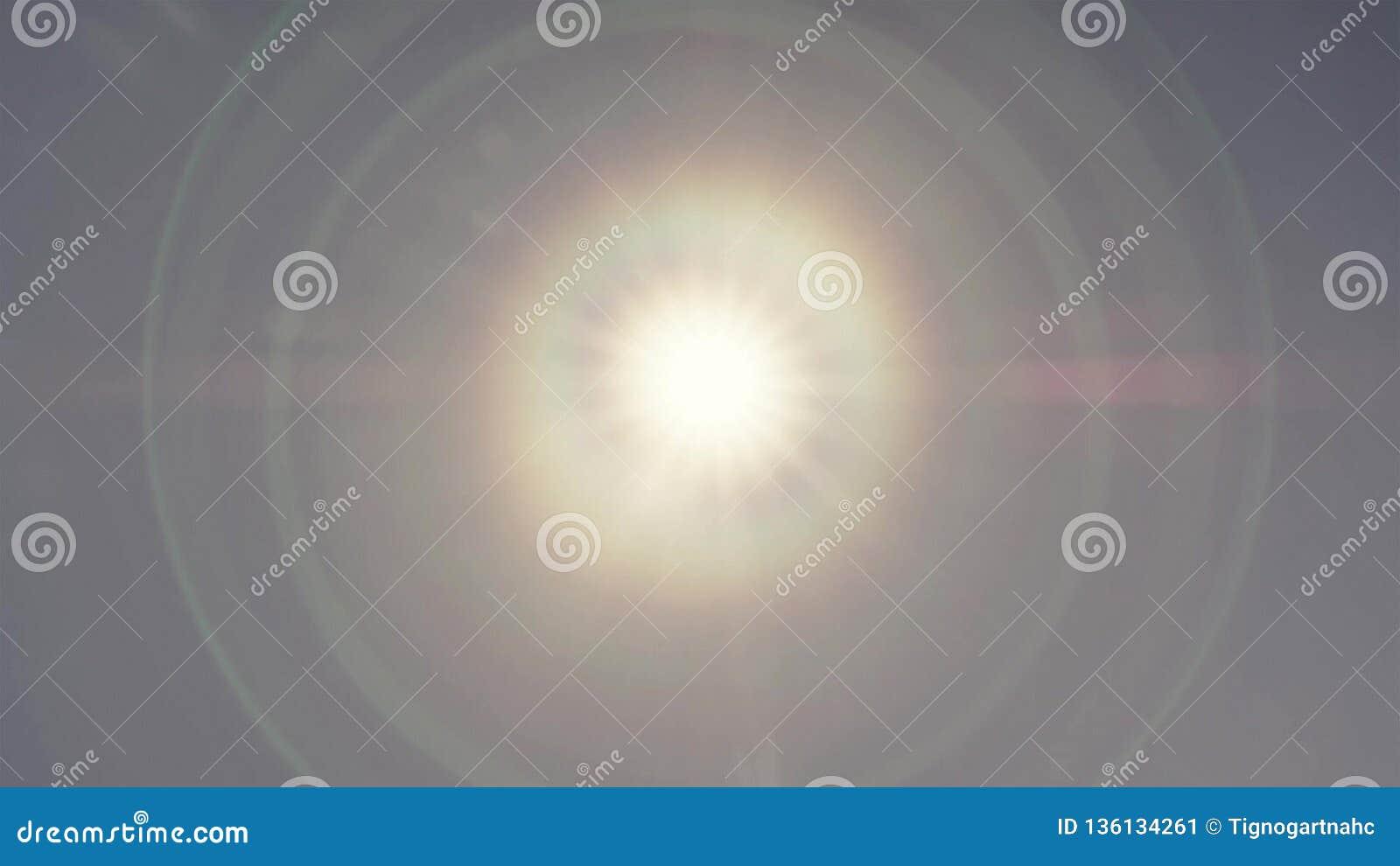Kransfenomen av solen på blå himmel