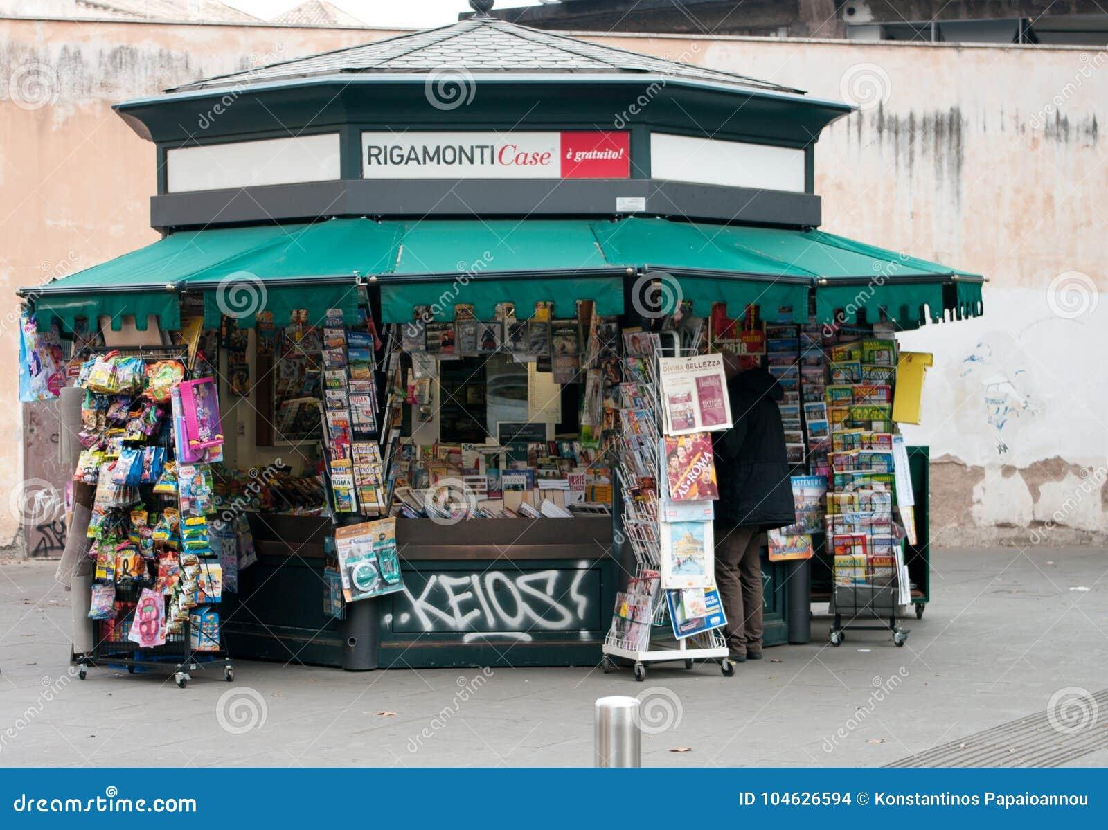 Download Kranten En Tijdschrifttribune In Rome Redactionele Stock Afbeelding - Afbeelding bestaande uit italiaans, italië: 104626594