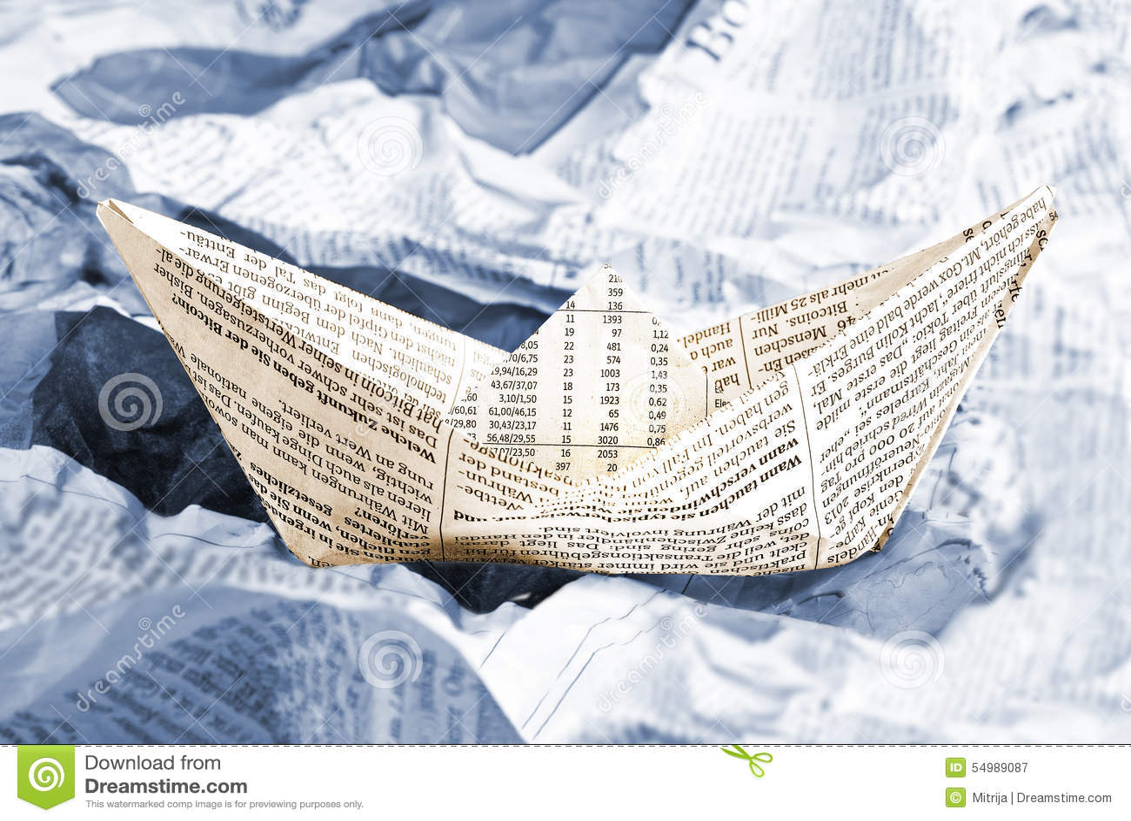 Krantenboot over krantengolven
