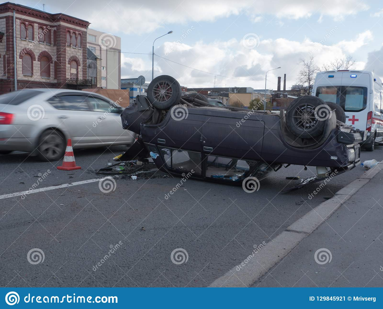 Krascha bilen som vältas