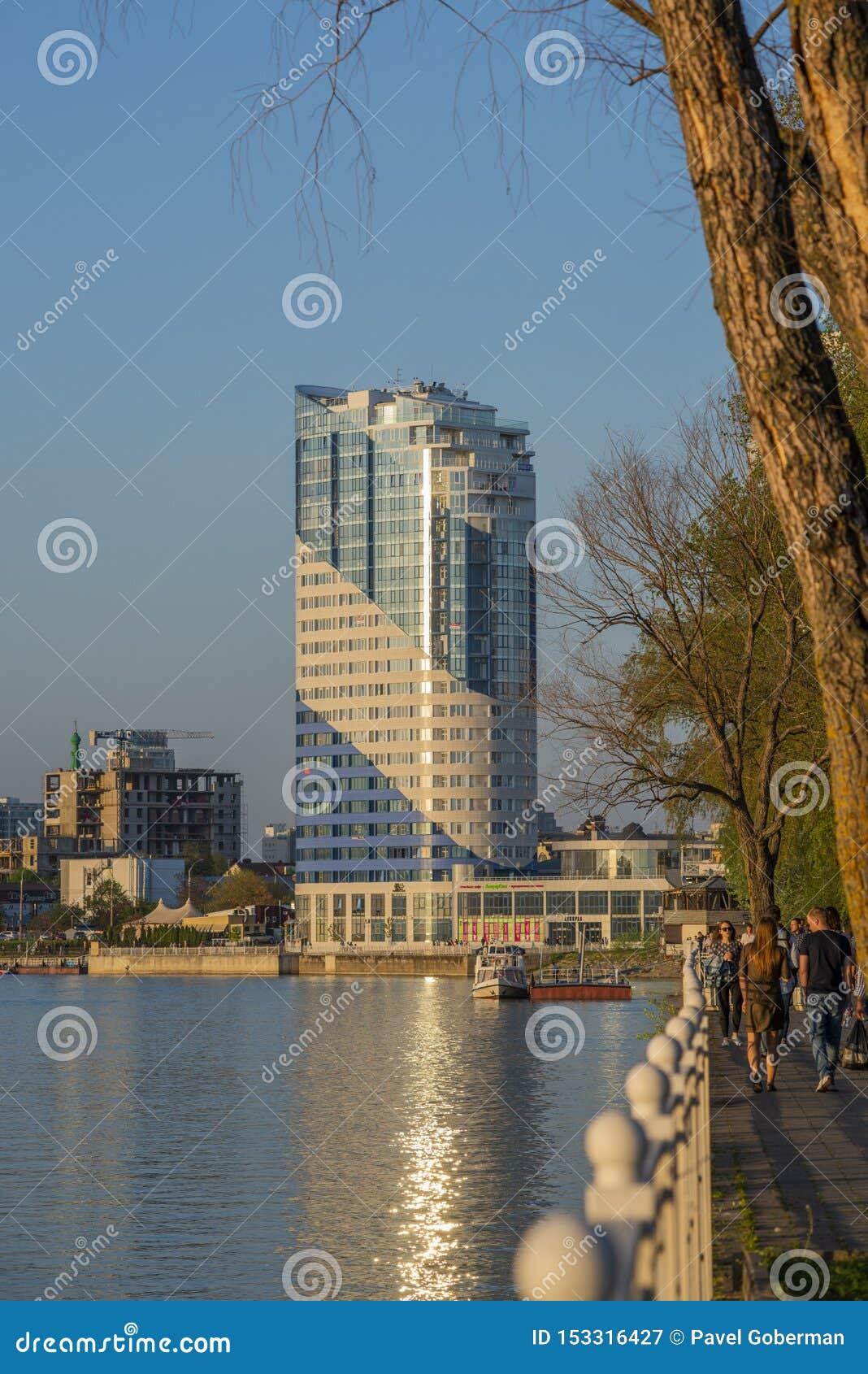 Krasnodar, Może 5,2019: Budynek biurowy na nabrzeżu Kuban