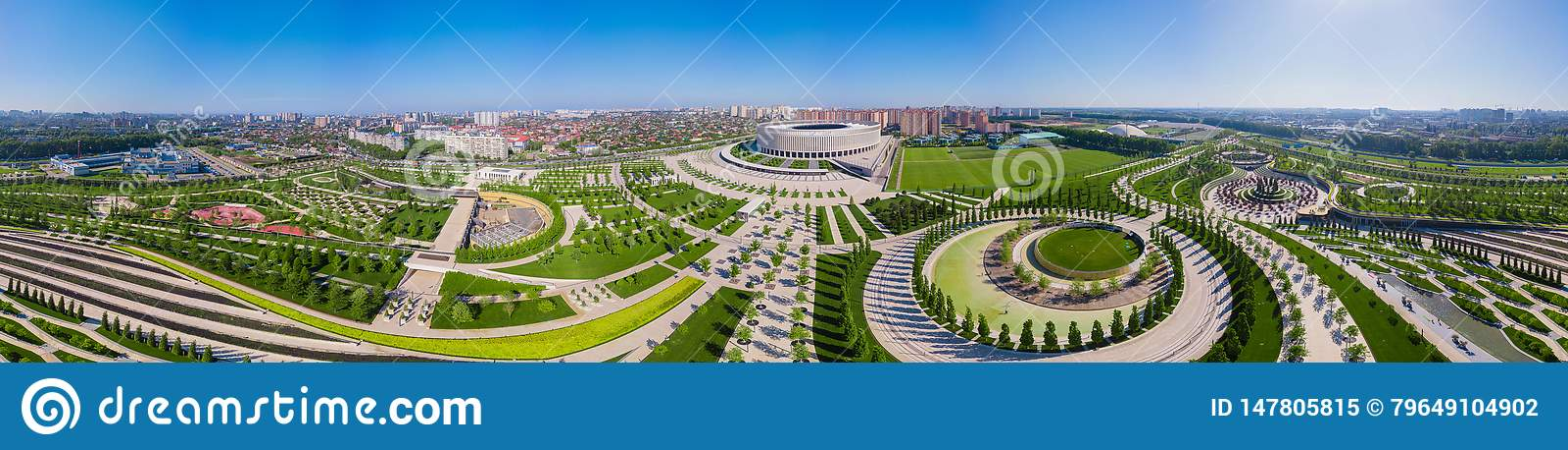 Krasnodar, Rusia - mayo de 2019: Vista panorámica amplia del estadio de Krasnodar y del parque de Galitsky