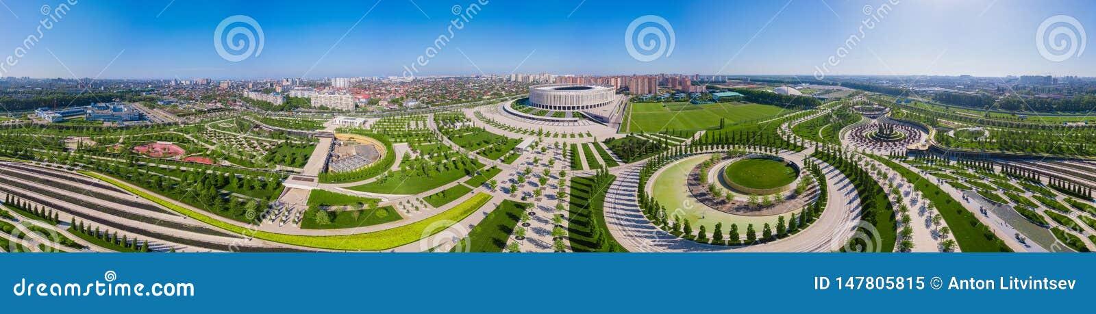 Krasnodar, Russie - mai 2019 : Vue panoramique large de stade de Krasnodar et du parc de Galitsky